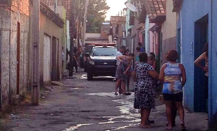 Bandidos morrem em troca de tiros com policiais militares no Bairro Goiá