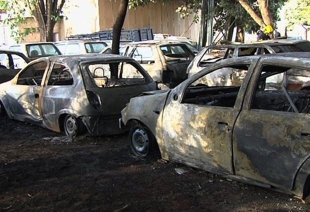 Incêndio atinge nove carros no pátio da Agrodefesa, em Goiânia