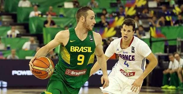 Brasil bate França na estreia do Mundial de Basquete