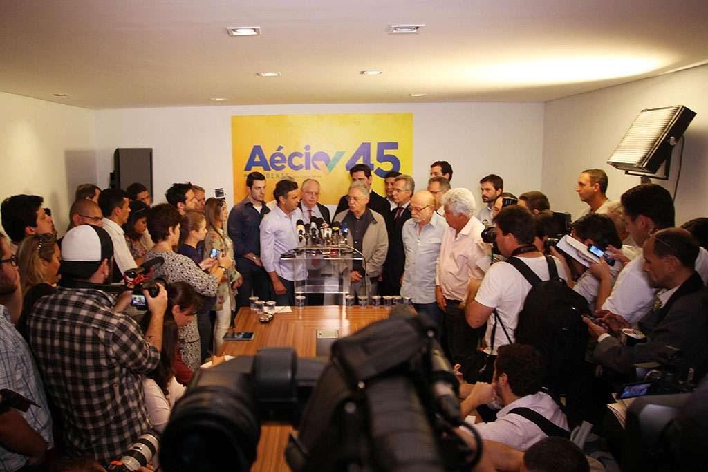 Aécio convoca imprensa para negar desistência da campanha