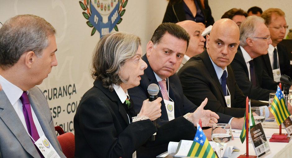 Cármen Lúcia diz que preso custa 13 vezes mais do que um estudante no Brasil
