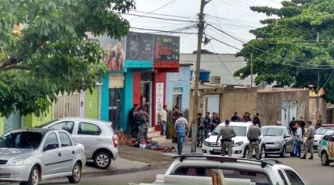 Bandidos tentam roubar loja, fazem reféns e se entregam após negociação