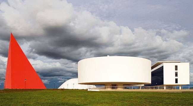 Domingo é dia de feira no Centro Cultural Oscar Niemeyer