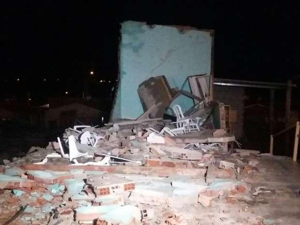 Igreja desaba após ventania e mata pastor em Senador Canedo