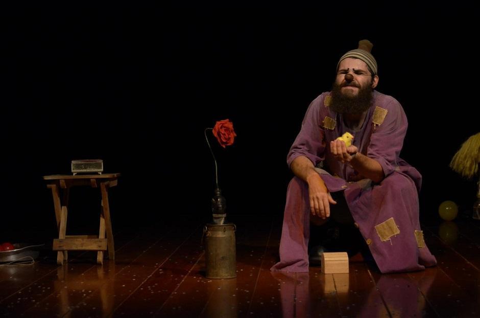Companha paulista Pé de Chinelo apresenta peça Sananab