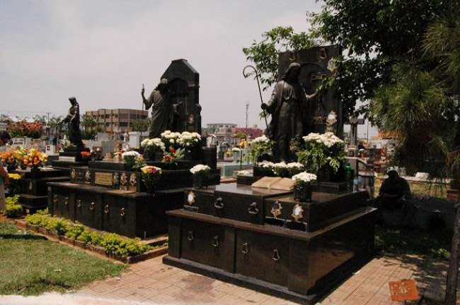 Mais de 400 mil visitantes são esperados nos cemitérios de Goiânia