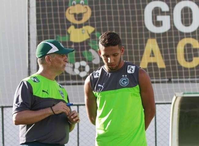 Com pior ataque do Brasileiro, atacantes do Goiás aprimoram pontaria