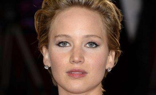 Jennifer Lawrence contata autoridades após vazamento de fotos íntimas