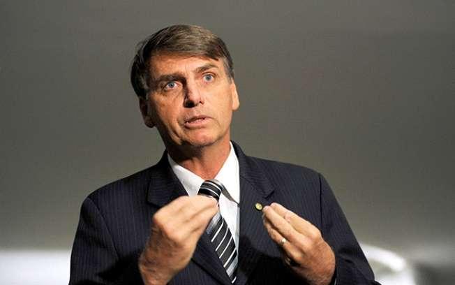 Bolsonaro apresenta pedido de impeachment de Dilma