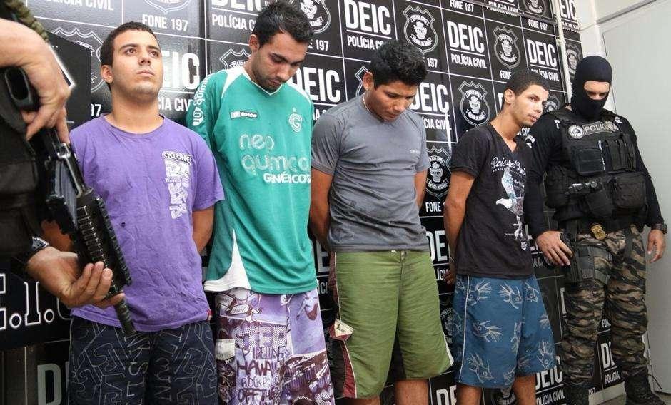 Polícia apresenta autores de explosões de caixas eletrônicos em Rio Quente