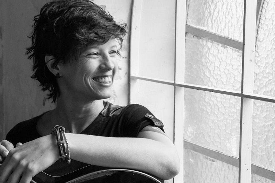 Angélica Fata faz tributo à Cássia Eller no Bolshoi Pub