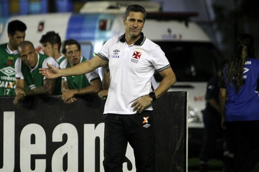 Após empate, Jorginho elogia Vasco e culpa goleiro do Avaí por tropeço