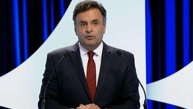 Aécio é questionado sobre casos de corrupção no PSDB