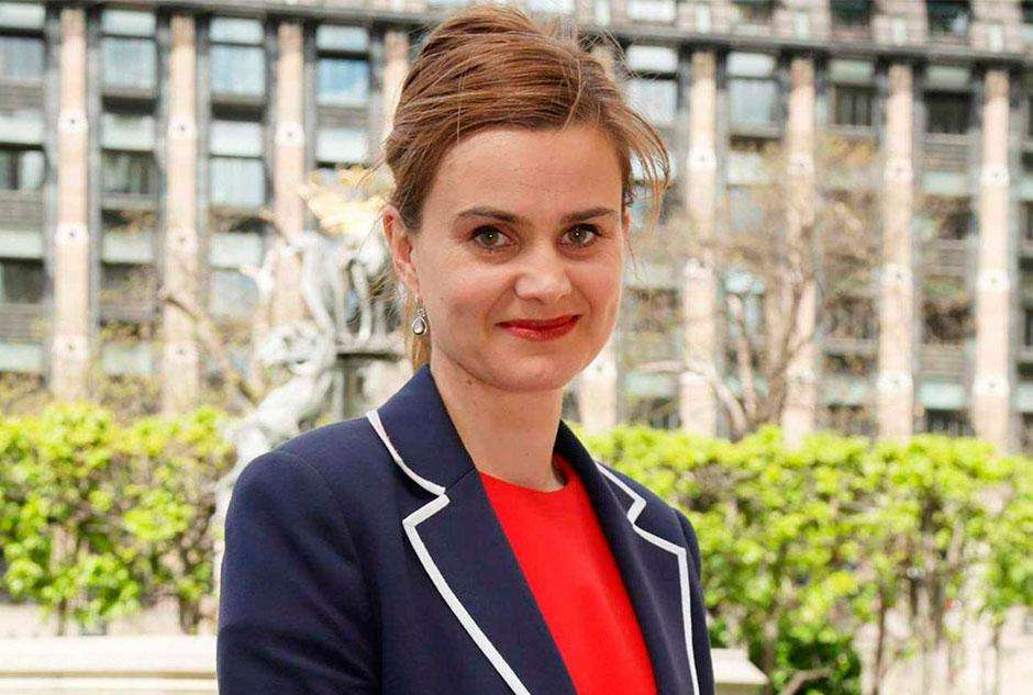 """Assassino de deputada britânica Jo Cox declara """"morte aos traidores"""" em corte"""