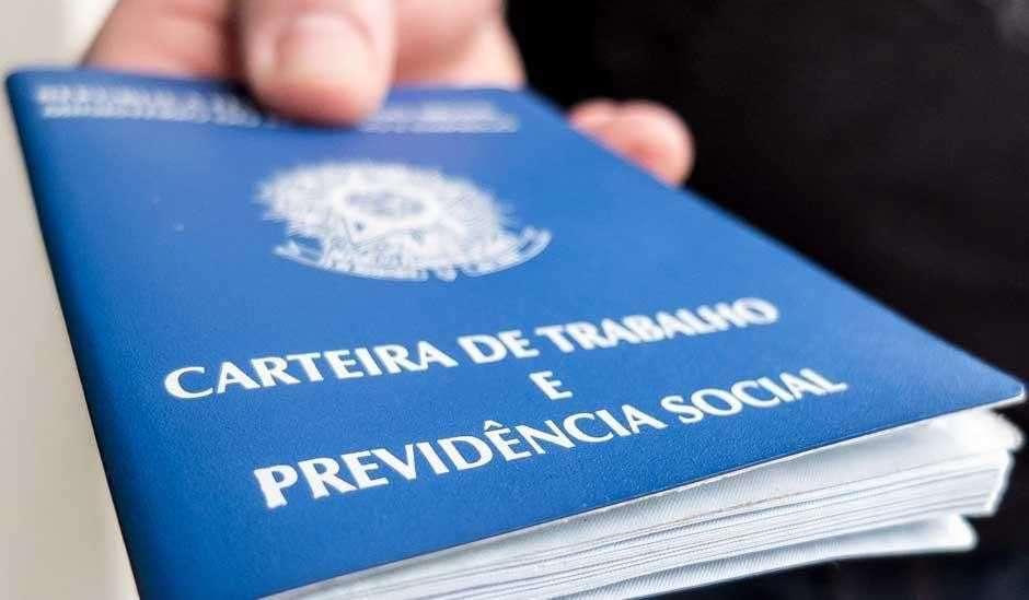 Goiás lidera geração de empregos em abril