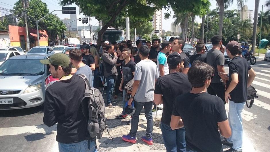 Aprovados em concurso realizam nova manifestação na Praça Cívica
