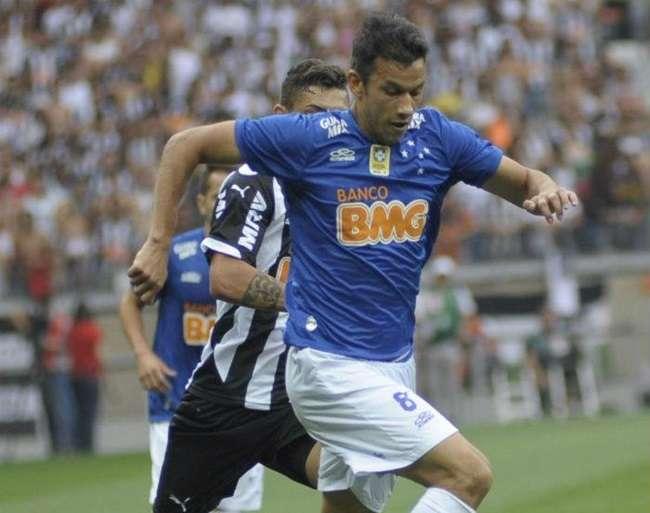 Recuperado, Henrique deve reforçar Cruzeiro no sábado