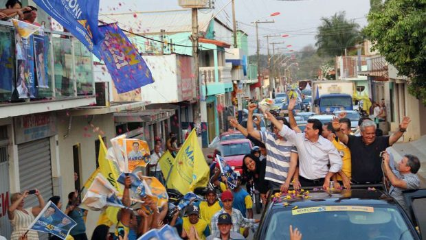 Caravana de Marconi Perillo movimenta as ruas de Guapó e Abadia de Goiás