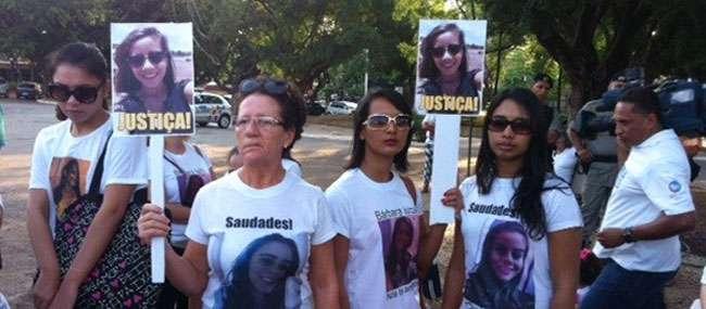 Parentes de vítimas de suposto serial killer fazem manifestação em Goiânia