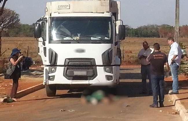 Gari morre atropelado por caminhão em que trabalhava