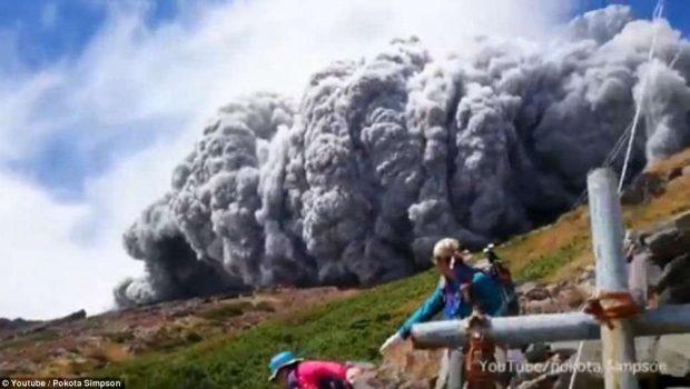 Erupção vulcânica no Japão deixa um morto e mais de 30 feridos