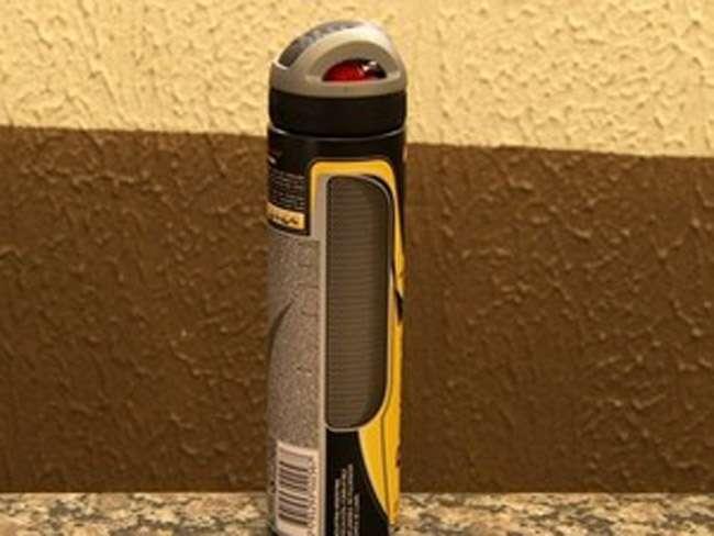 Homem usa frasco de desodorante para simular arma em assalto