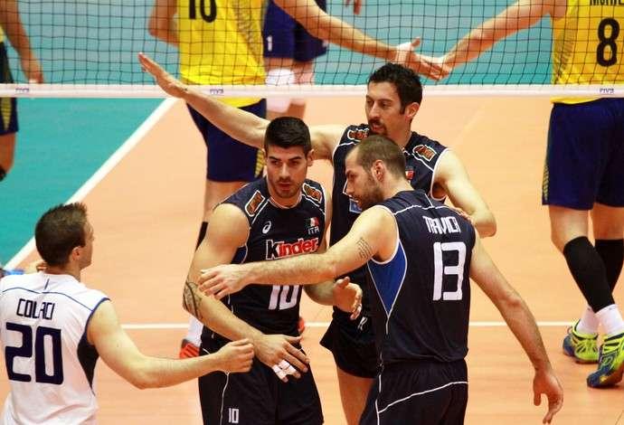 Brasil perde para Itália, mas fica com liderança na fase de grupos