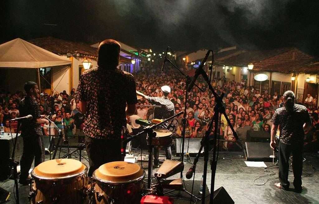 Maestria, simpatia e swing dão tom na última noite do Figo em Pirenópolis