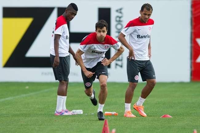 Nilmar se junta a elenco e vê reestreia perto no Inter
