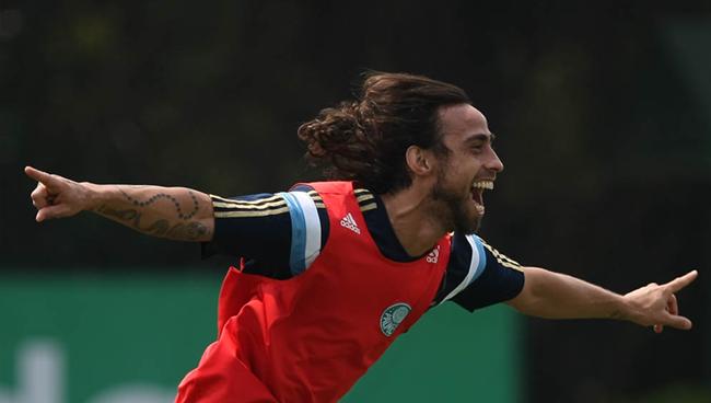 Palmeiras tenta liberação para ter Valdivia no clássico