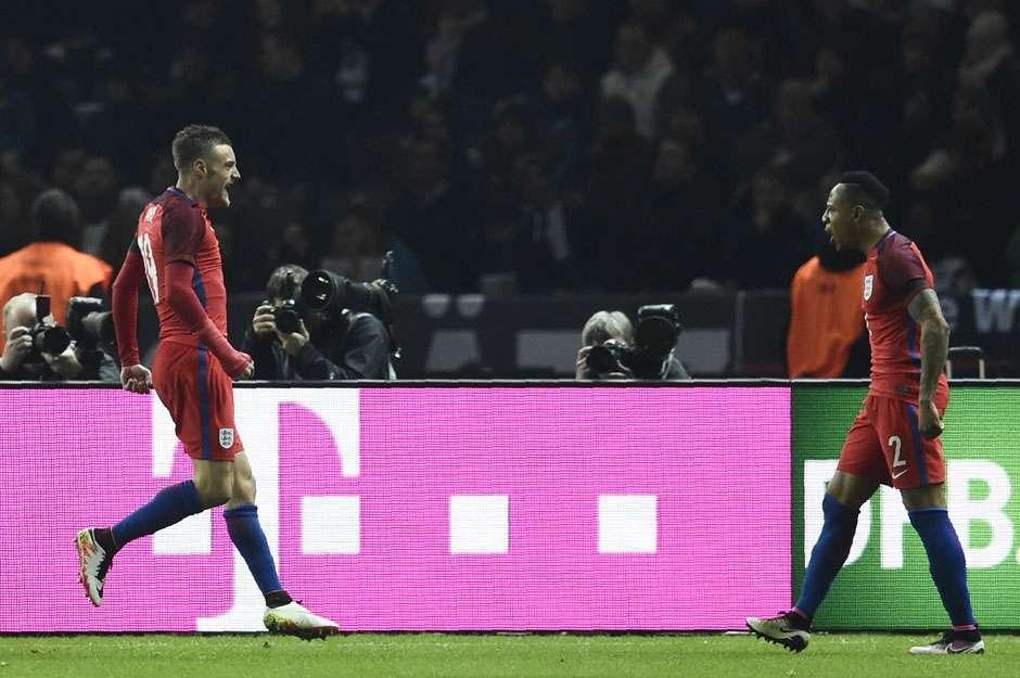 Vardy faz golaço e Inglaterra vence Alemanha de virada em Berlim