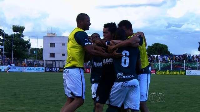 Gol no final garante empate e salva Goiás de nova derrota