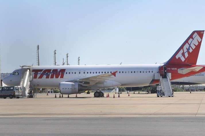 Ameaça de bomba força retorno de avião da TAM a Madri