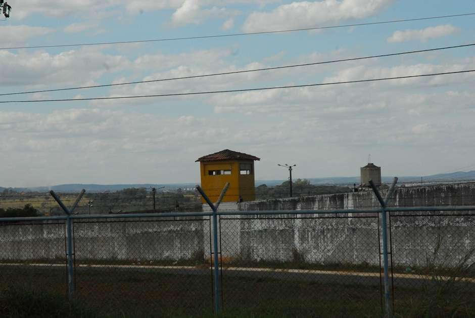 Bloqueador de celular é instalado no presídio de Aparecida de Goiânia
