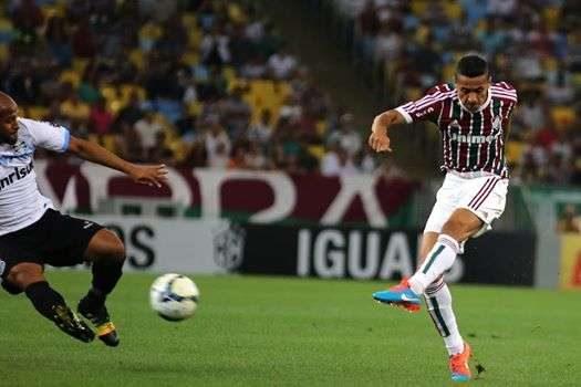 Grêmio empata sem gols com Fluminense e entra no G4