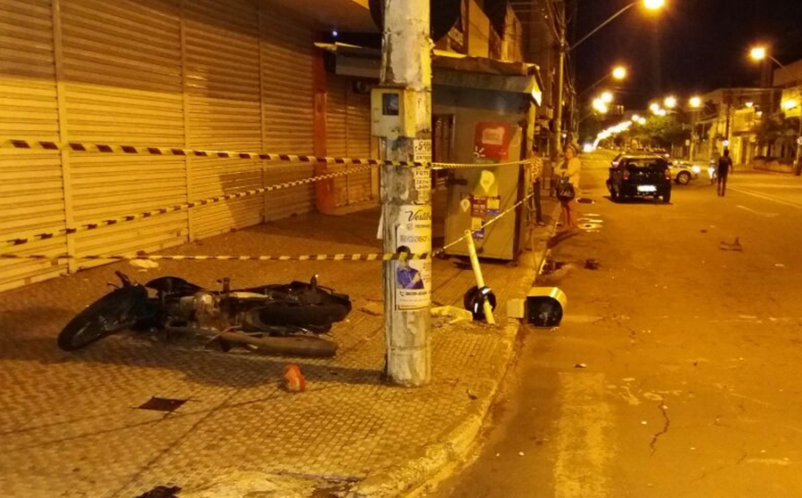Motociclista morre após entrar na contramão e bater em carro, em Campinas