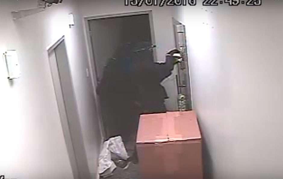 Veja o momento em que bandidos invadem banco em São Miguel do Araguaia