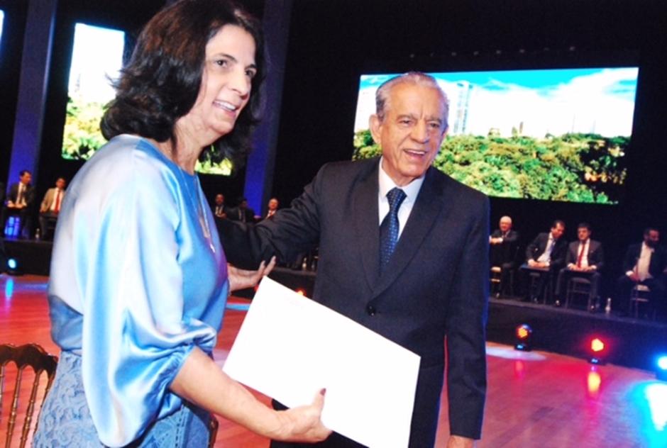 Pela quarta vez, Iris Rezende é empossado prefeito de Goiânia