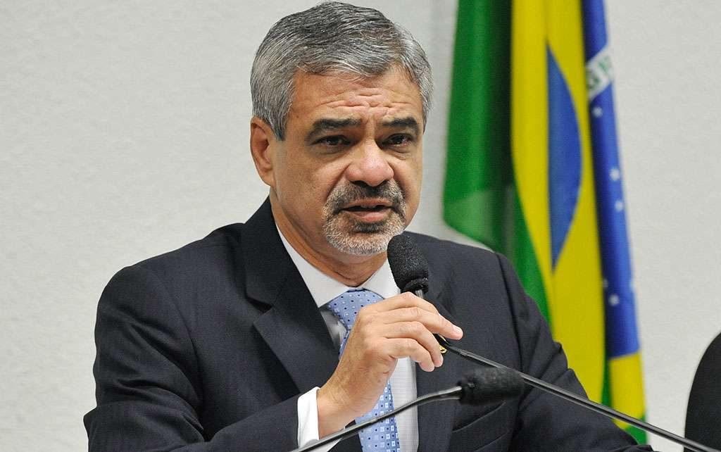 Senador Humberto Costa propõe quebra de sigilos