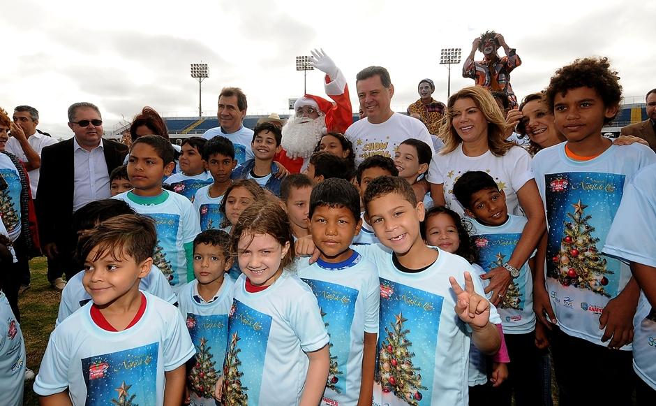 Marconi e Valéria presenteiam 52 mil crianças de Anápolis, Aparecida de Goiânia e Trindade