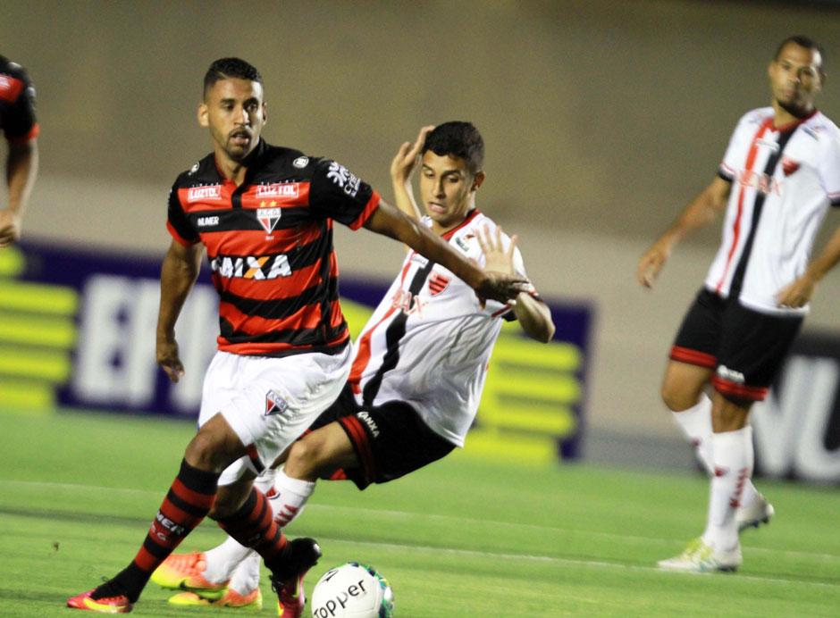 Atlético-GO vacila no fim e cede empate para o Oeste no Serra Dourada
