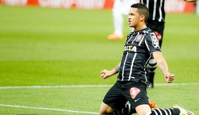 Corinthians derrota Atlético e abre vantagem nas quartas