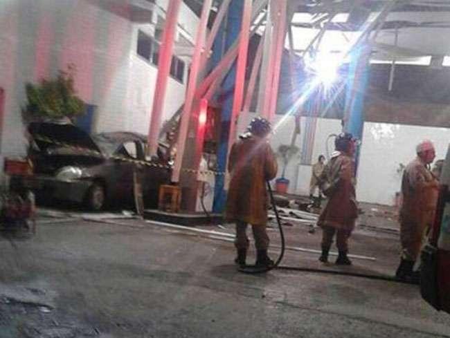 Explosão de carro em posto de gasolina mata duas crianças no Rio de Janeiro