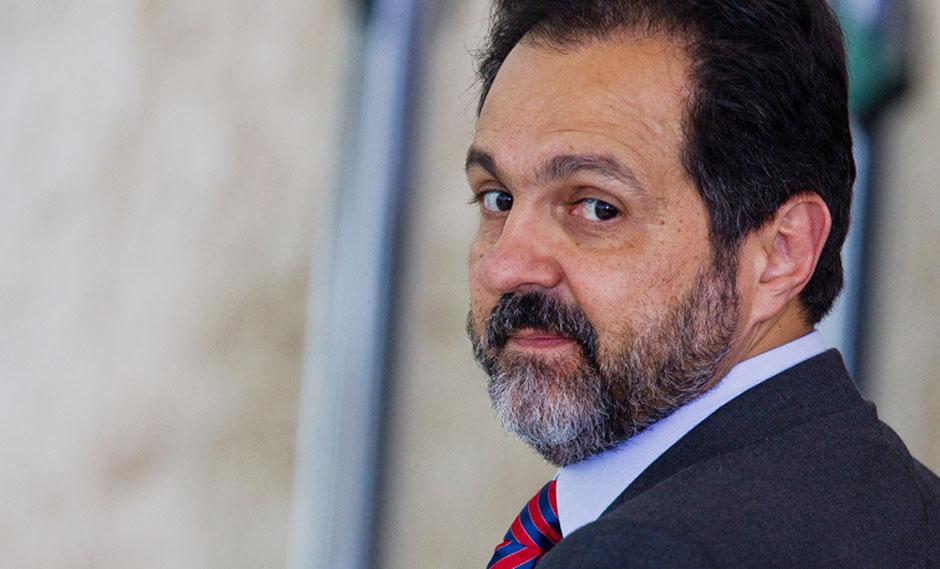 Justiça do DF condena ex-governador Agnelo