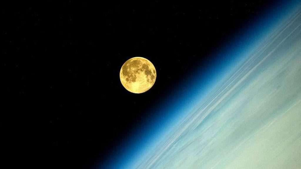 Astronauta russo fotografa superlua do espaço