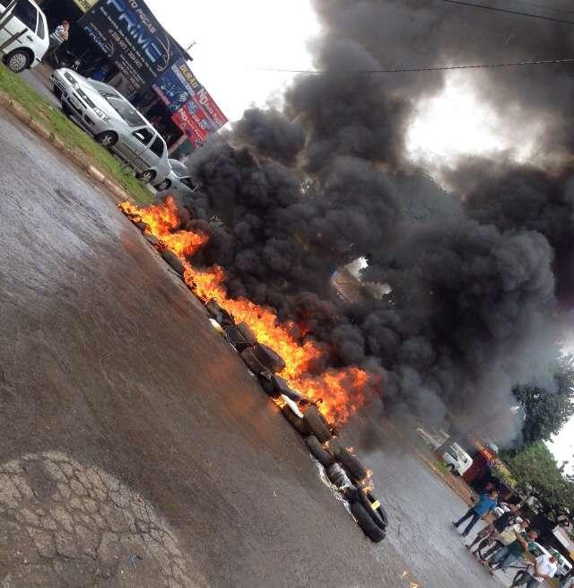 Comerciantes fazem protesto na Vila Canaã