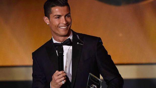 Cristiano Ronaldo ganha a Bola de Ouro como o melhor de 2014