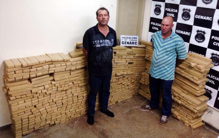 Dois são presos com 1 mil tijolos de maconha na BR-452, entre Rio Verde e  Itumbiara