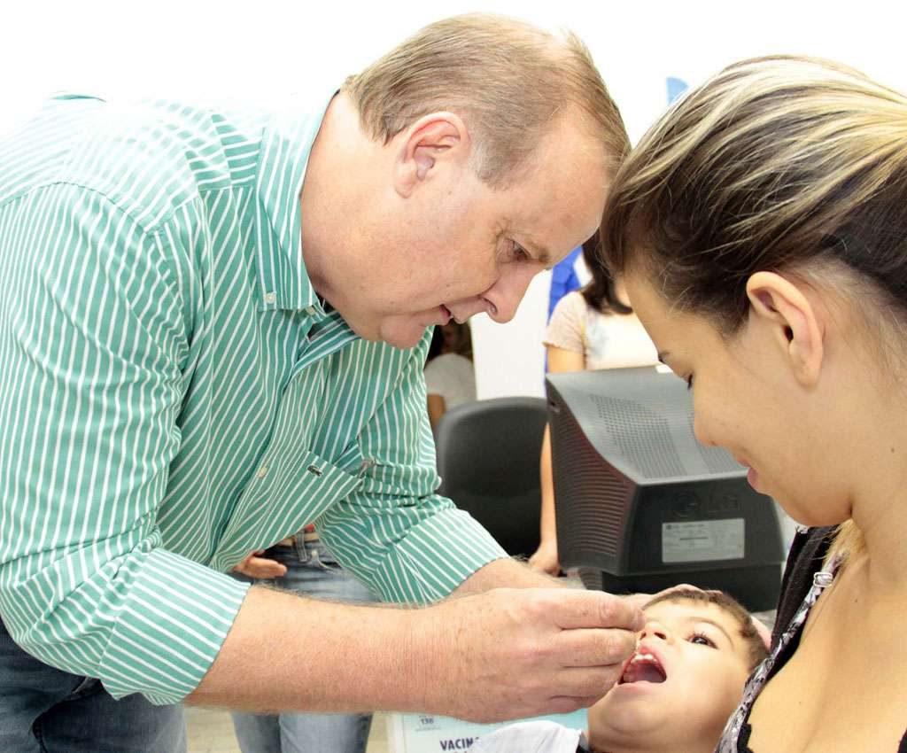 Prefeito Paulo Garcia abre campanha de vacinação em Goiânia