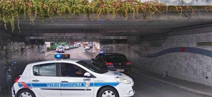 Padre é morto durante atentado contra igreja na França